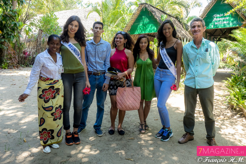 Ambre N'guyen et Raïssa Cadarsi à bord de la Reine Tina à Madagascar