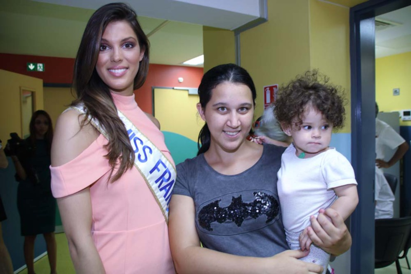Iris Mittenaere au CHU pour les enfants malades