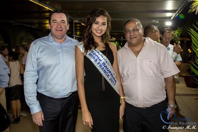 Pascal Turonnet, Ambre N'guyen, et Arzou Mahamadaly, directeur de la Sogecore/Opel, partenaire de Miss Réunion