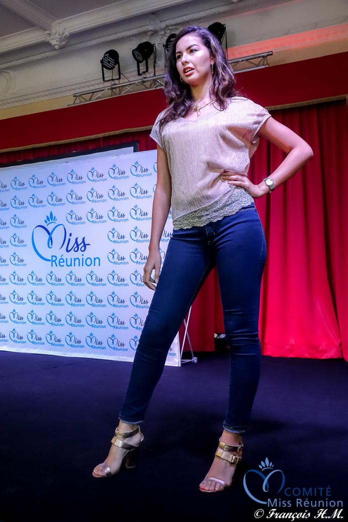 Miss Réunion 2016 a montré aux jeunes filles comment défiler sur le podium