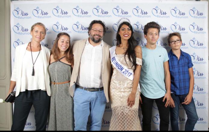Yann Lefebvre, président du Groupe Exsel avec son épouse Alexandra, et leurs enfants Lola, Teva et Atea