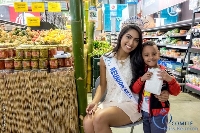 Audrey Chane Pao Kan en dédicaces à Bras-Panon