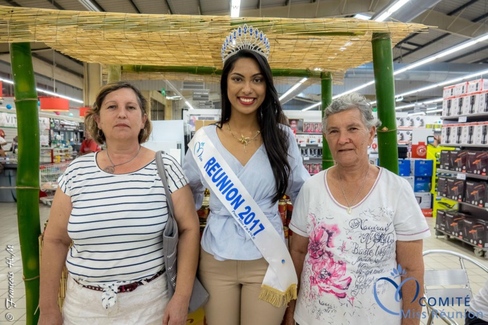 Miss Réunion 2017 en dédicaces à l'Étang-Salé
