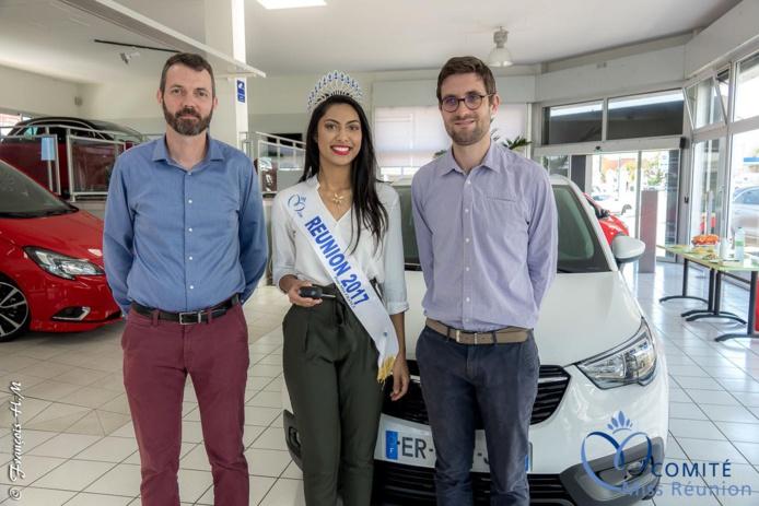 Jean-Pierre Passimourt, directeur marketing, Audrey Chane Pao Lan, Miss Réunion 2017, et Alexis Récipon, directeur commercial