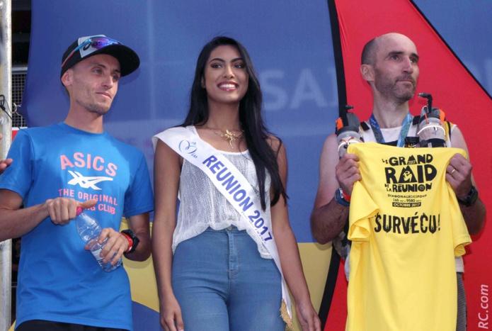Sur le podium d'arrivée avec Benoît Girondel, le vainqueur, et Willy Bortzmeyer, le dernier