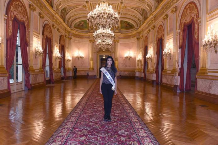 Miss Réunion à l'Assemblée Nationale, invitée par le député David Lorion