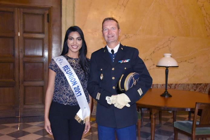 Miss Réunion avec le lieutenant-colonel Patrick Vedrenne, commandant militaire en second du Palais Bourbon