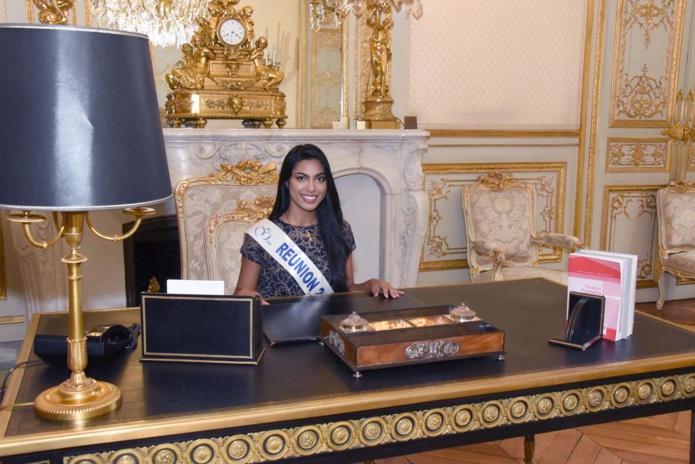 Assise à la place du président de l'Assemblée Nationale dans son bureau, fallait le faire, elle a pu le faire!