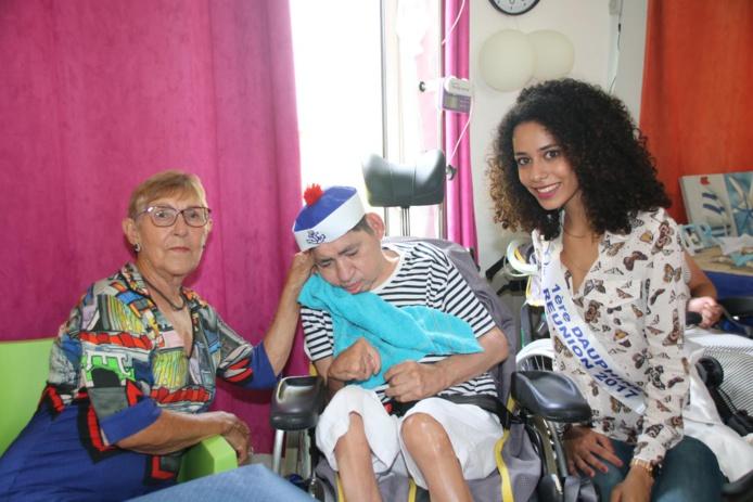 Lyna Boyer, 1ère dauphine, auprès des handicapés à Saint-Benoît