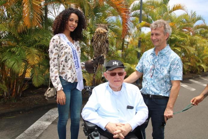 Lyna Boyer avec Mr Lorion et Philippe Yver, le directeur du Pôle Médico-Social Philippe de Camaret