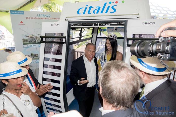 Yves Ferrière, vice-président de la Cinor accueille Miss Réunion