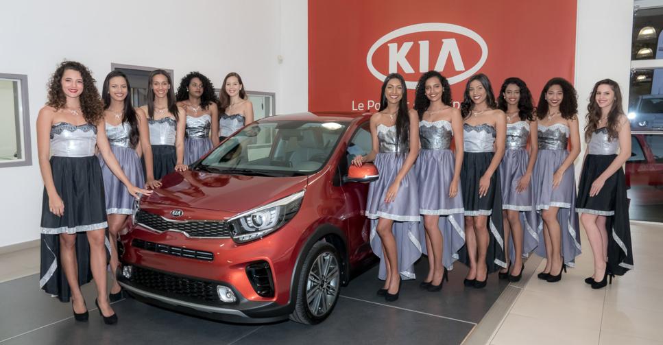 Les candidates devant la Kia Picanto