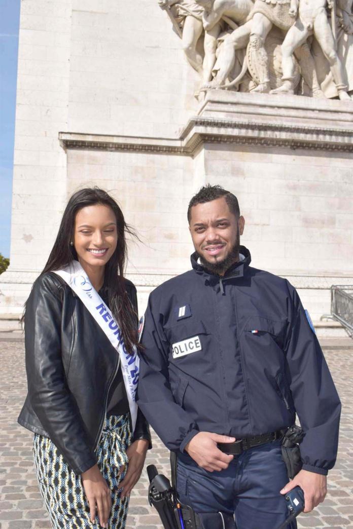 Avec un policier réunionnais de service à l'Arc de Triomphe ce jour-là. Le hasard fait bien les choses...