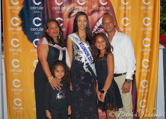 Anne-Lise Gopal avec sa famille et Miss Réunion