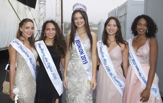 Morgane avec les Miss et dauphines 2019 de la Plaine des Cadres et du Tampon