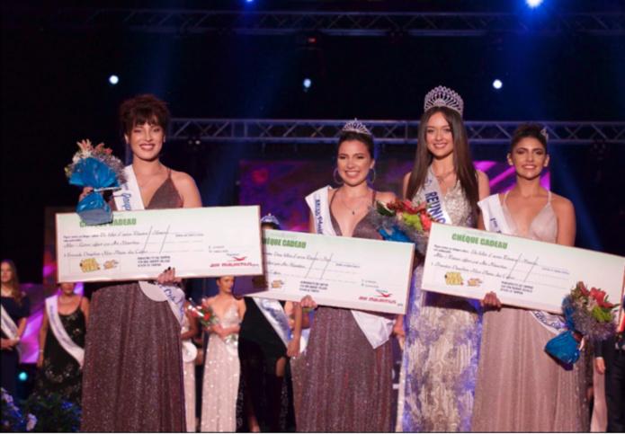 Morgane Lebon avec Mélina Siby, Miss Plaine des Cafres 2020, Perrine Fontaine 1ère dauphine et Kelly Hoarau 2ème dauphine