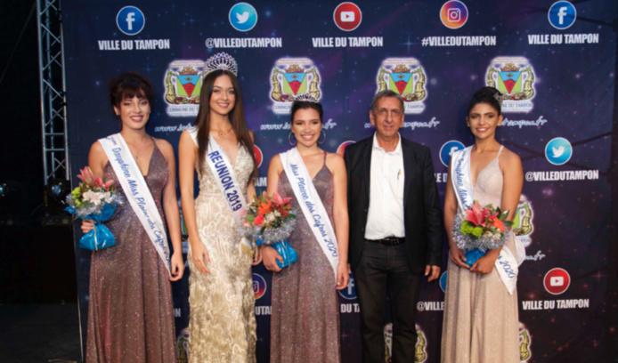 Morgane Lebon et Aziz Patel avec les lauréates Miss Plaine des Cafres 2020