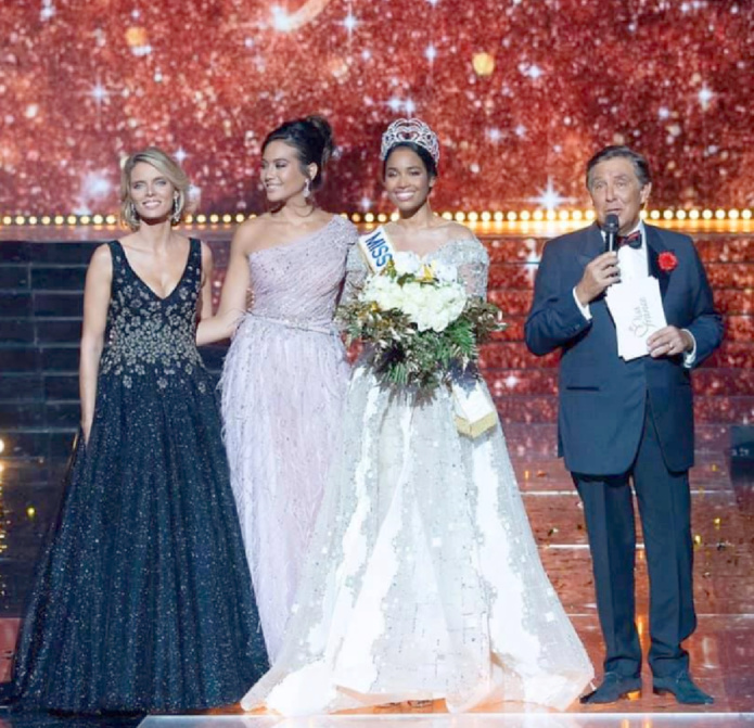 Sylvie Tellier, directrice générale Miss France Organisation, Vaimalama Chaves, Miss France 2019, Clémence Botino, Miss France 2020, et Jean-Pierre Foucault, maître de cérémonie