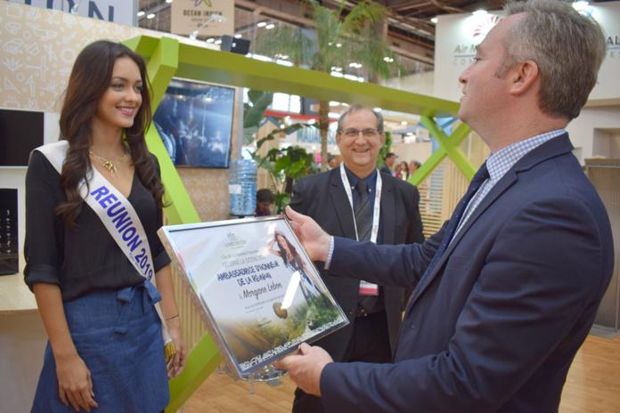 Morgane Lebon, première Miss Réunion à recevoir cette distinction des mains d'un ministre