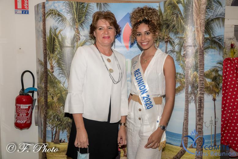 Lyna Boyer avec la responsable du bureau de l'OTI Sud