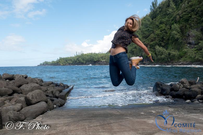Et elle saute très haut! Bravo le photographe!