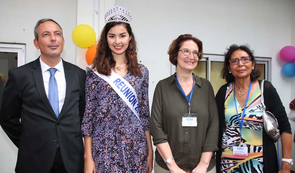Lionel Calenge, directeur du CHU de La Réunion, Ambre N'guyen, Suzanne Cosals, directrice du CHU Félix Guyon, et Tayéba Moullan, présidente de Sourire de l'Enfant