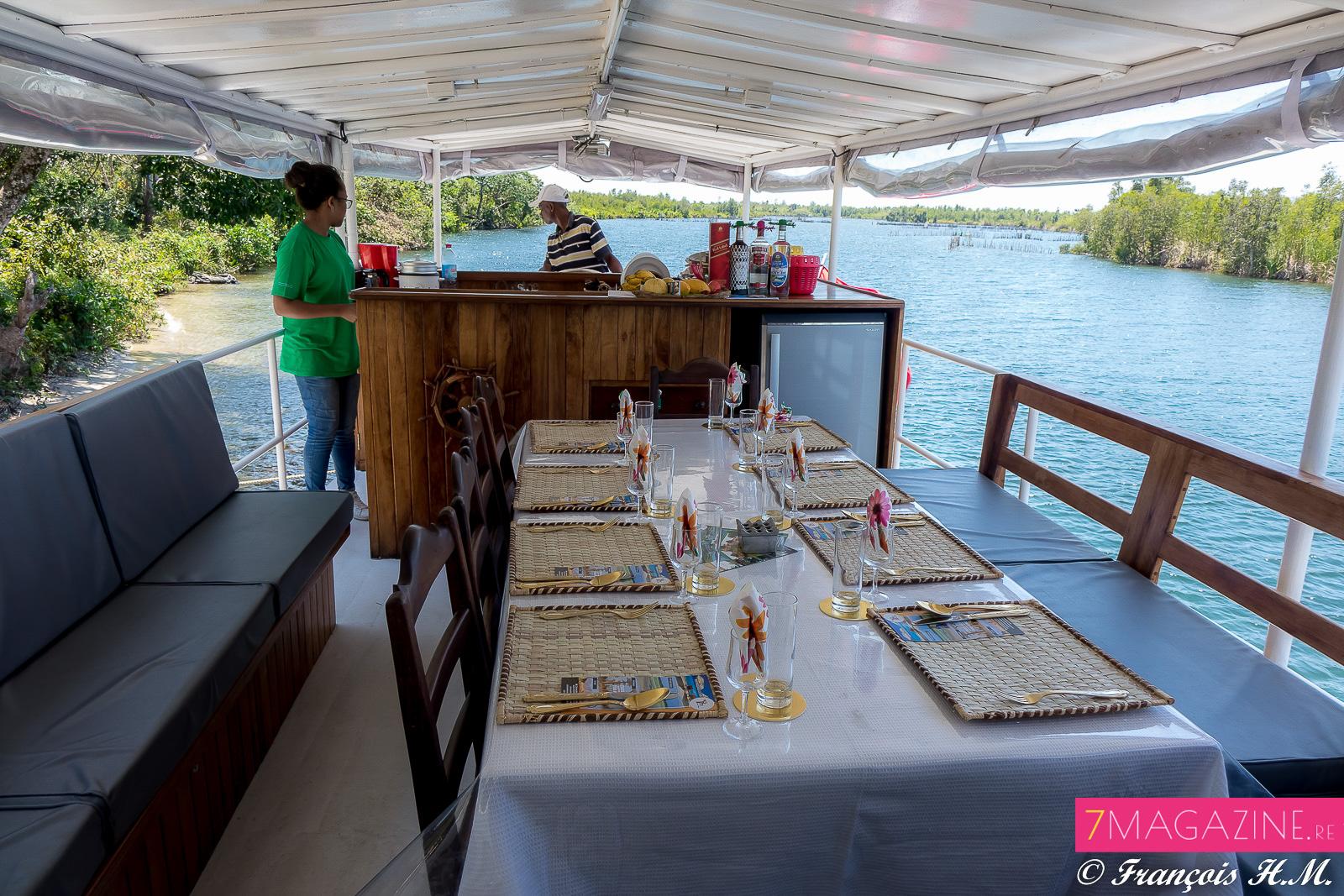 La table du déjeuner sur le bateau