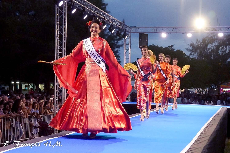 Défilé des candidates Miss France 2017 à Saint-Pierre