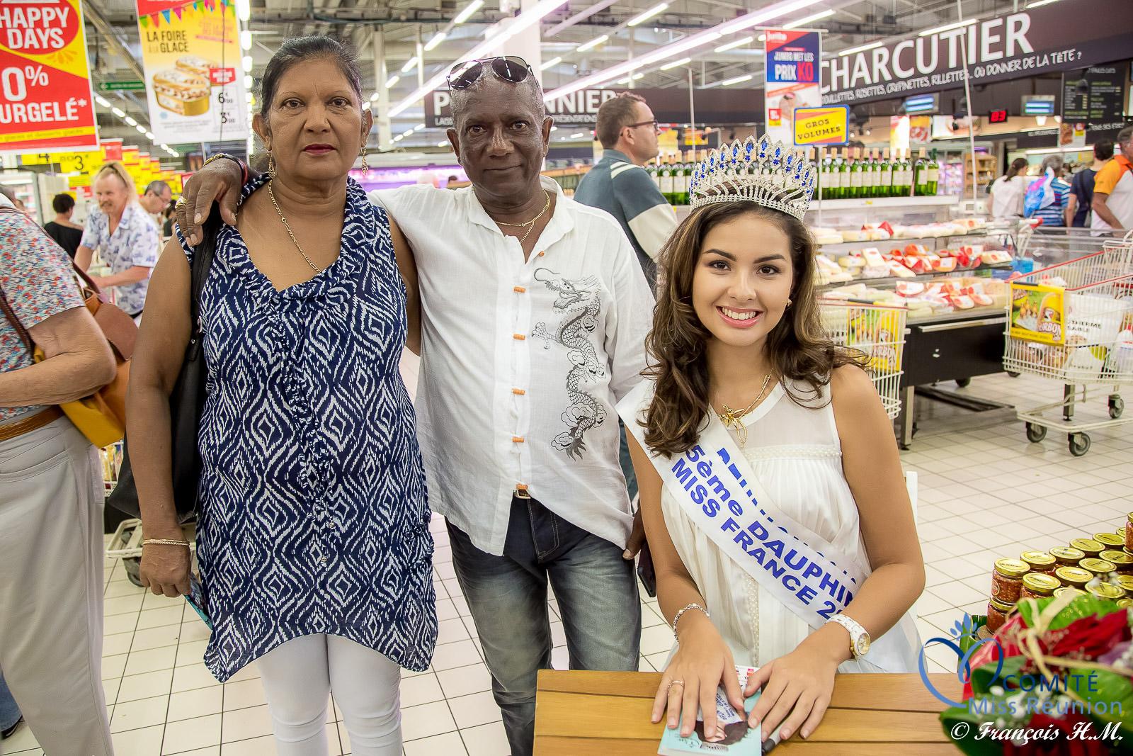 Ambre en dédicaces avec Soleil Réunion au Jumbo Sainte-Marie