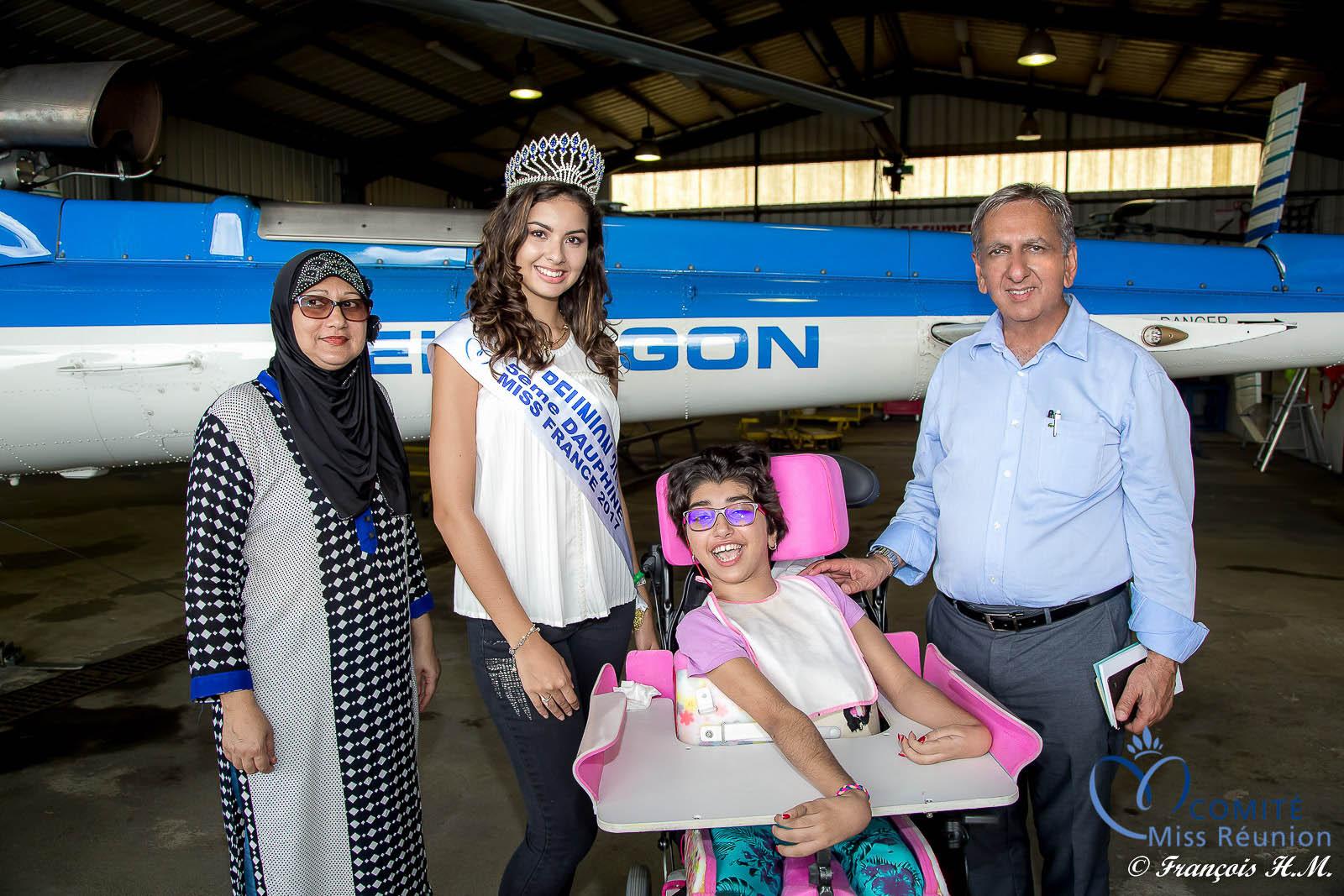 Ambre N'guyen et Aziz Patel avec la jeune Mariame Cassim et sa maman Rosemine