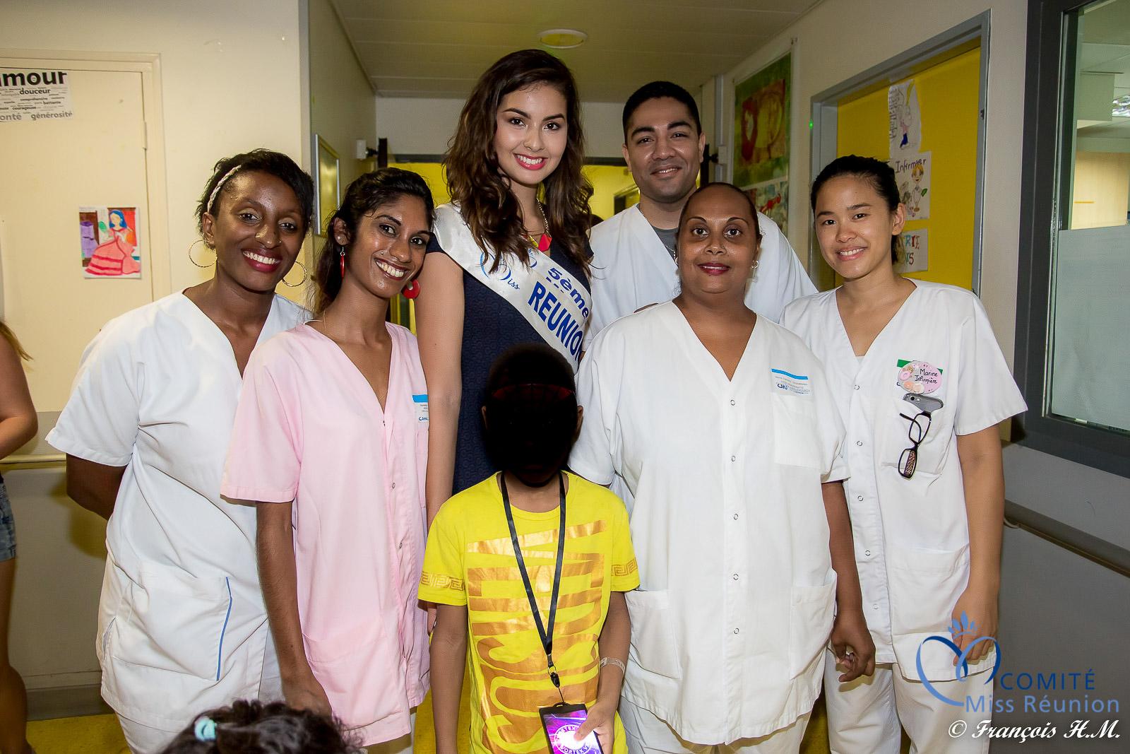 Avec le personnel hospitalier du CHU Félix Guyon