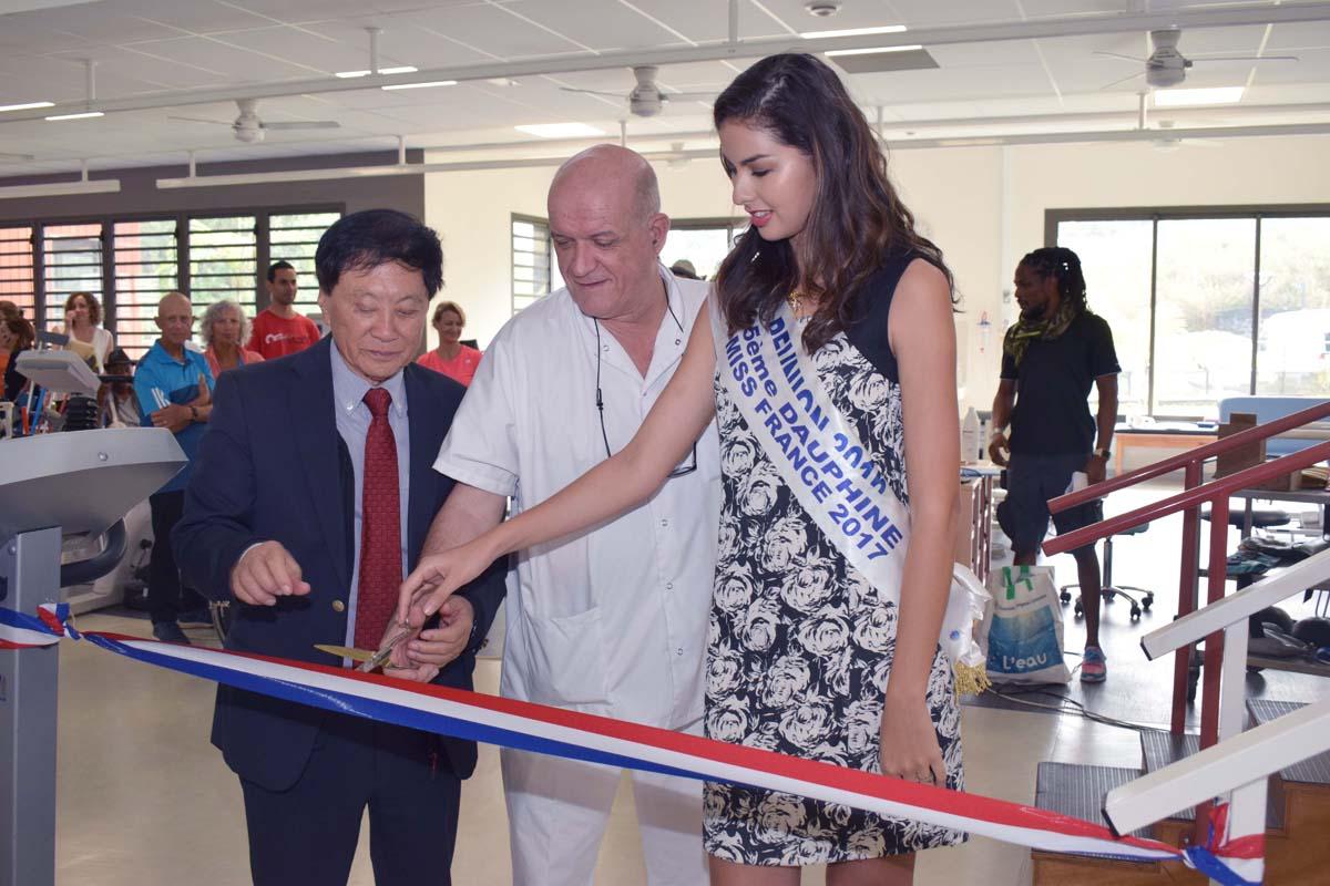 André Thien Ah Koon, maire du Tampon, Marc Bouquet, chef de service, et Ambre N'guyen, Miss Réunion 2016 et 5ème dauphine Miss France 2017