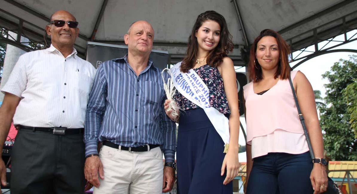 Miss Réunion avec les élus de la commune de l'Entre-Deux