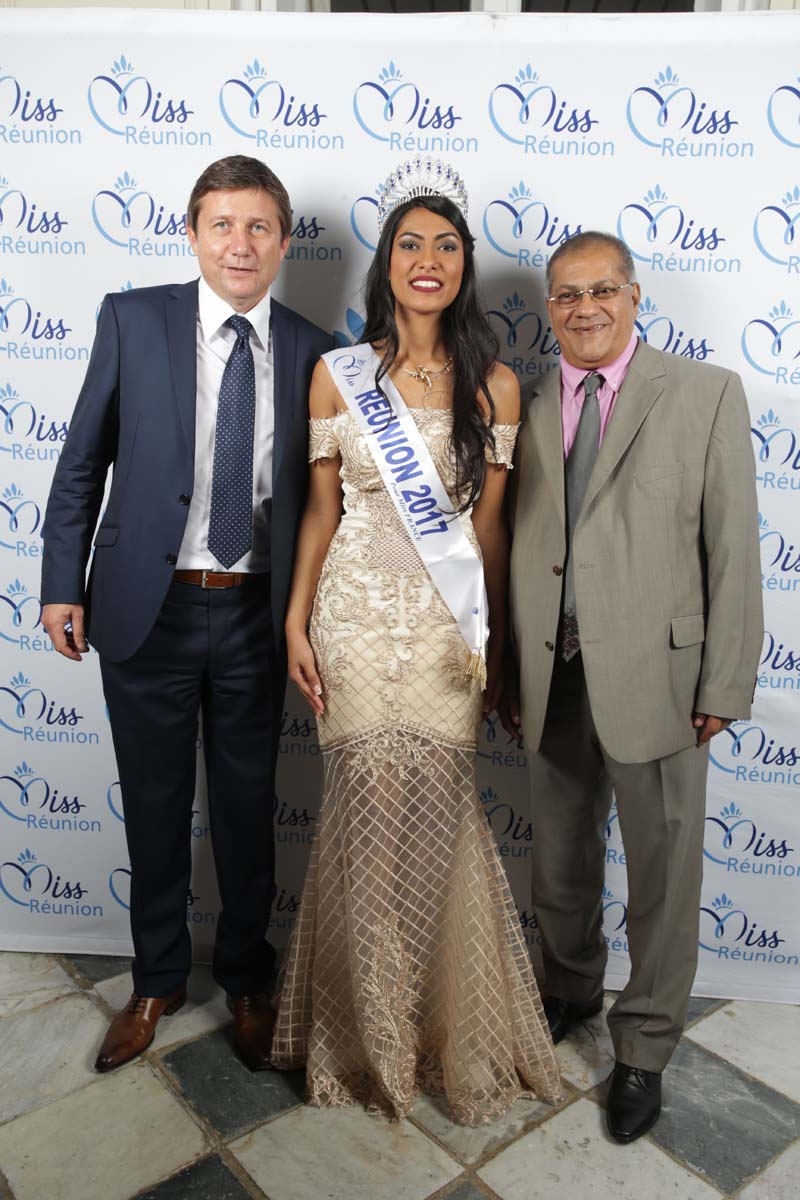 Thierry Désert, d'Opel France, Miss Réunion, et Arzou Mahamadaly, directeur général de la Sogecore