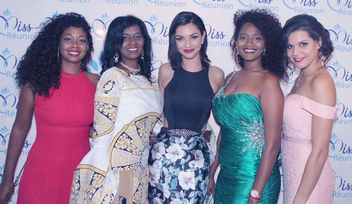 Azuima Issa entourée de Sabeykarathy et son équipe, et de Vanille M'doihoma