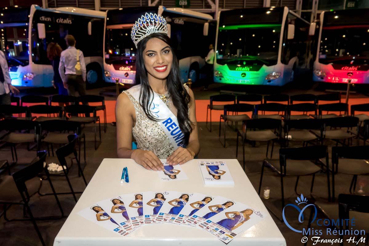 Séance de dédicaces pour Miss Réunion