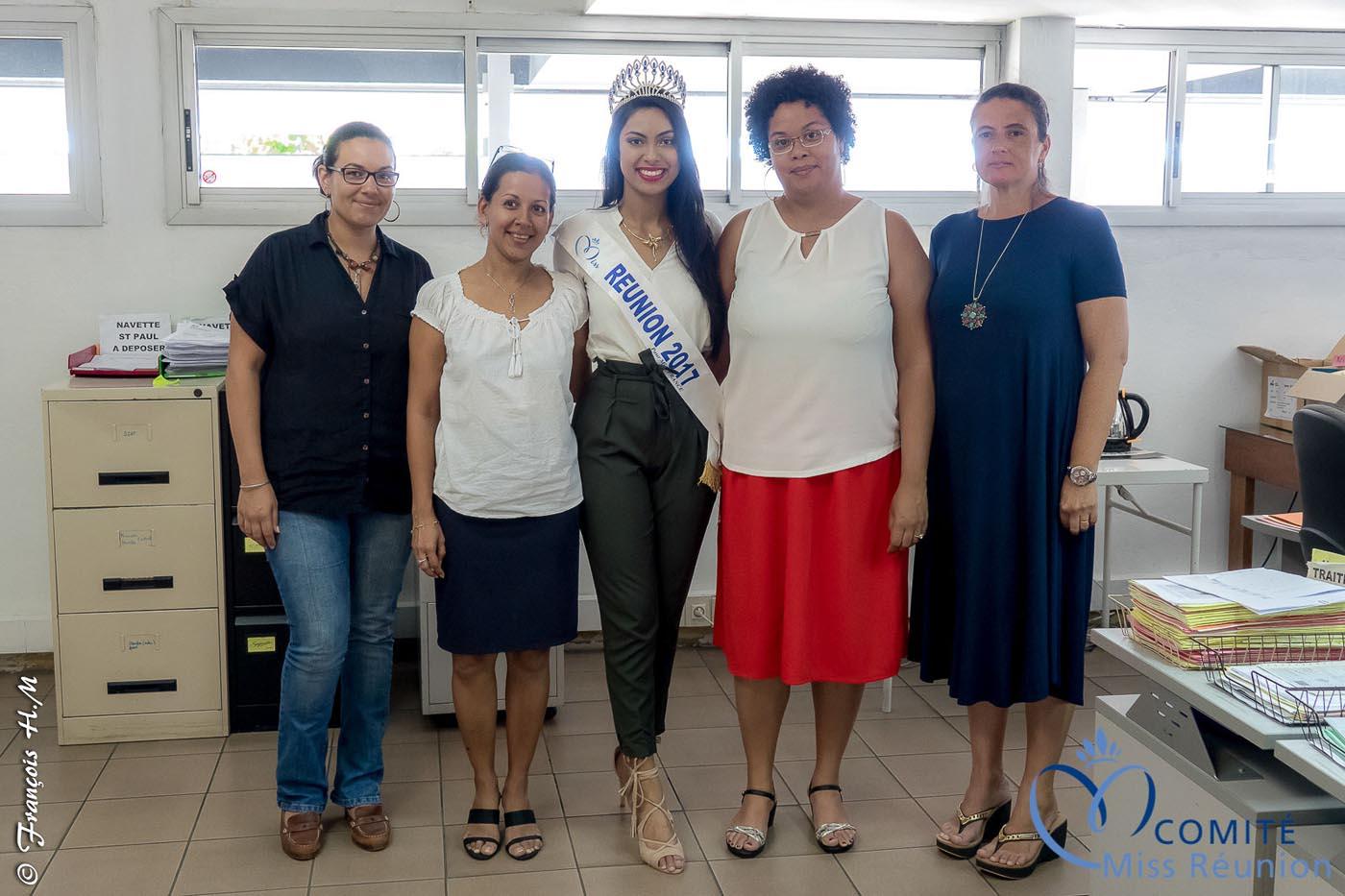 Miss Réunion a fait le tour de tous le services de la Sogecore pour des photos