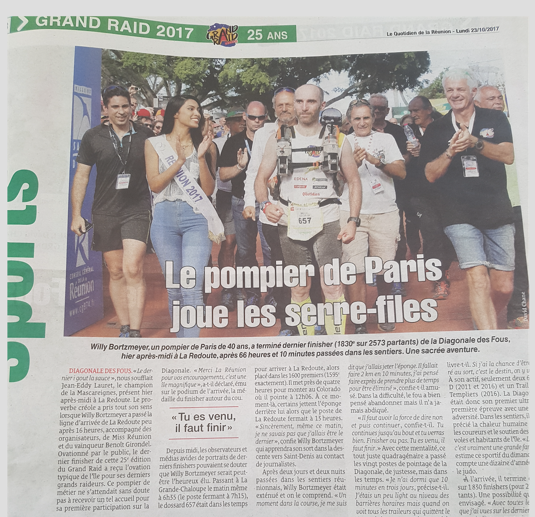 Dans Le Quotidien, l'arrivée du dernier finisher accompagné de Miss Réunion. Bravo à lui!