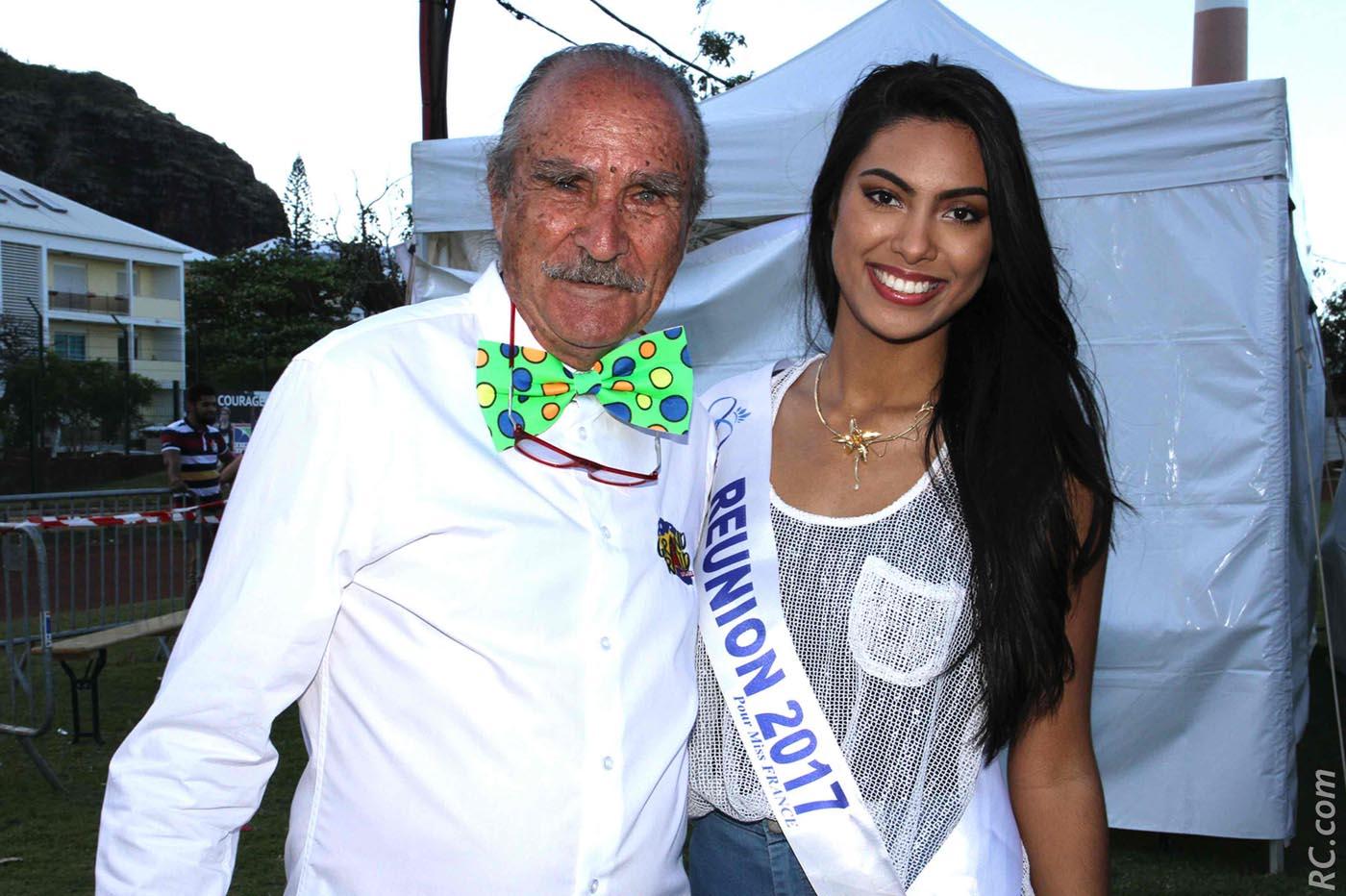 Robert Chicaud, le préssident de l'association Grand Raid, et la cravate de circonstance pour le 25ème anniversaire de l'épreuve, avec Miss Réunion