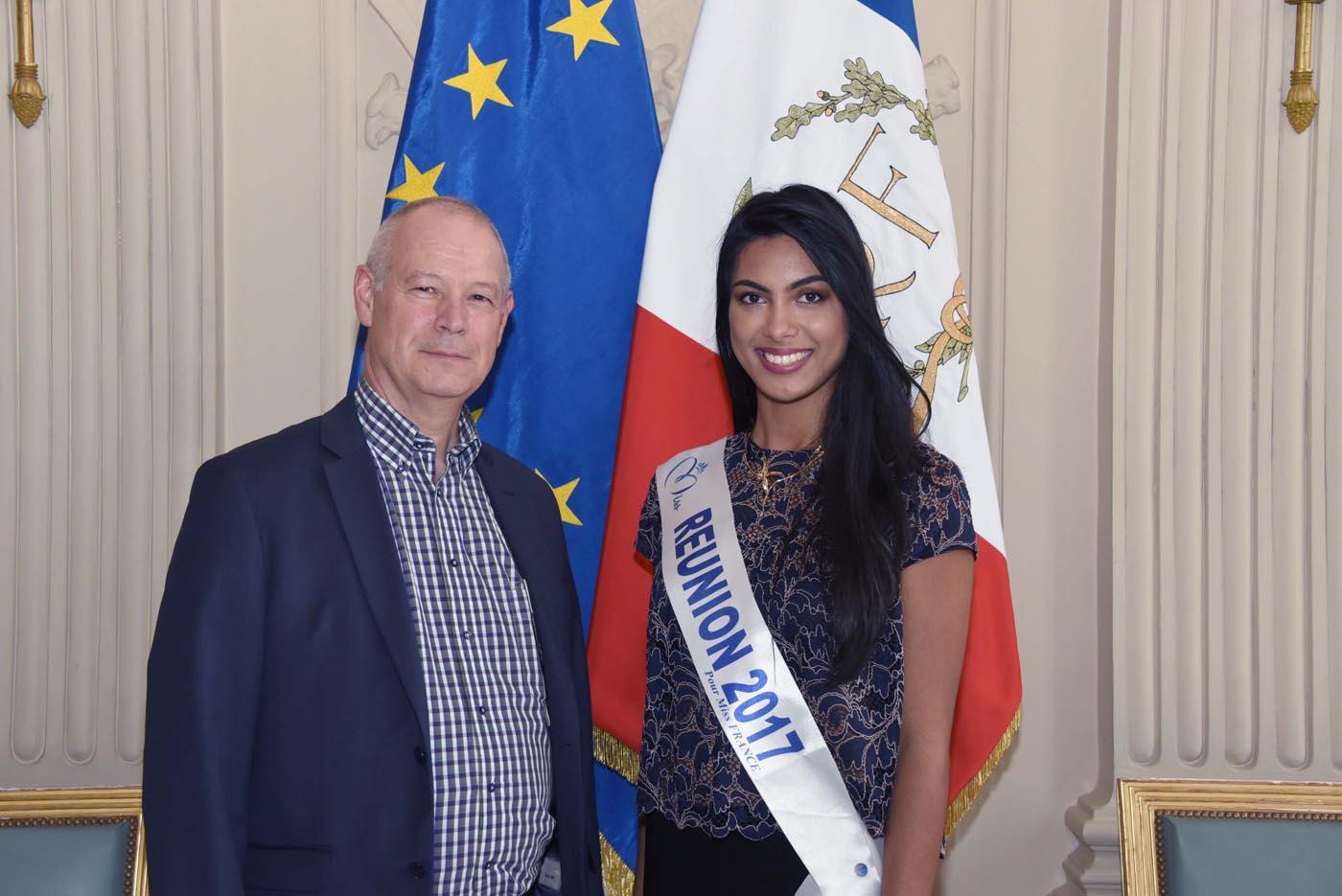 Avec Alain Fourniaud, fleuriste à l'Assemblée Nationale, qui compte de nombreux amis à La Réunion où il vient régulièrement