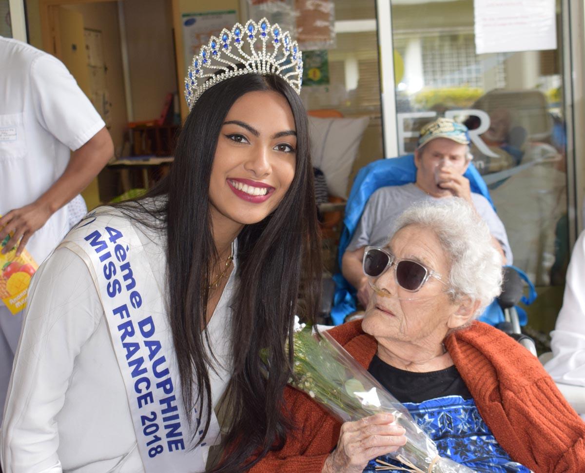 Audrey Chane Pao Kan visite les personnes âgées de l'USLD