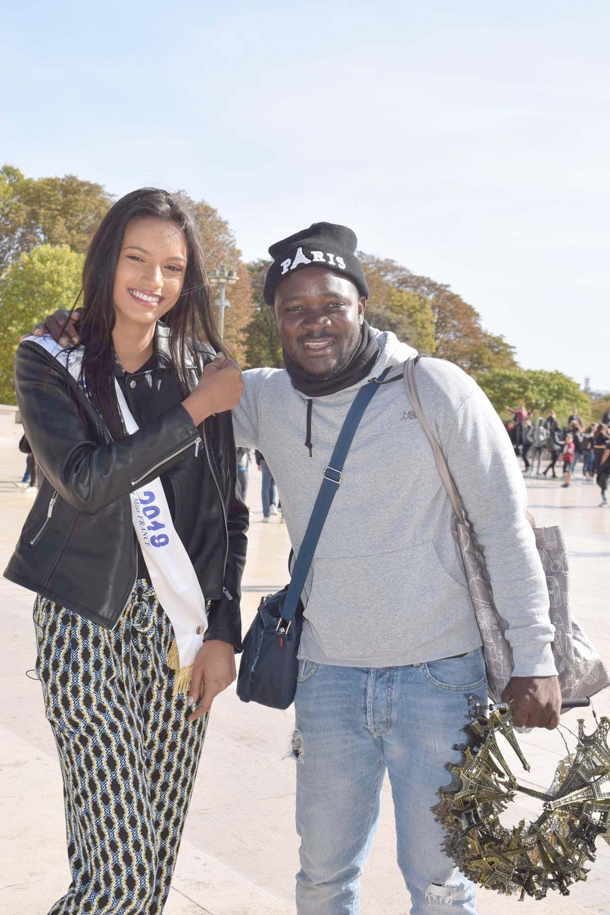 Le vendeur à la sauvette est tombé amoureux de Miss Réunion!