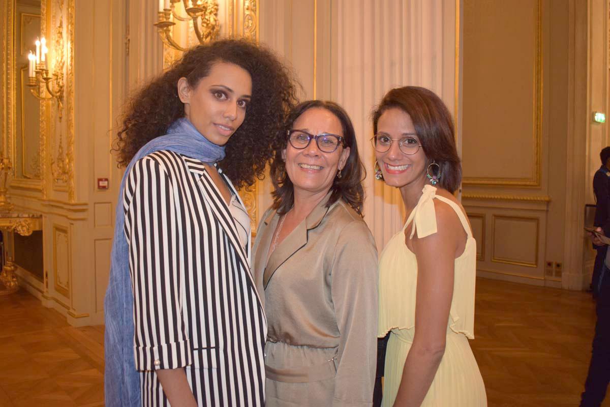 Lyna Boyer avec sa maman et sa soeur, venues l'applaudir à Paris