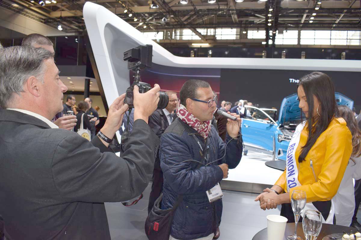 Miss Réunion a été interviewée à plusieurs reprises par des équipes de télévision du monde entier...