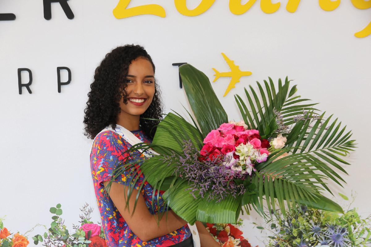 Elisa Villard et son bouquet