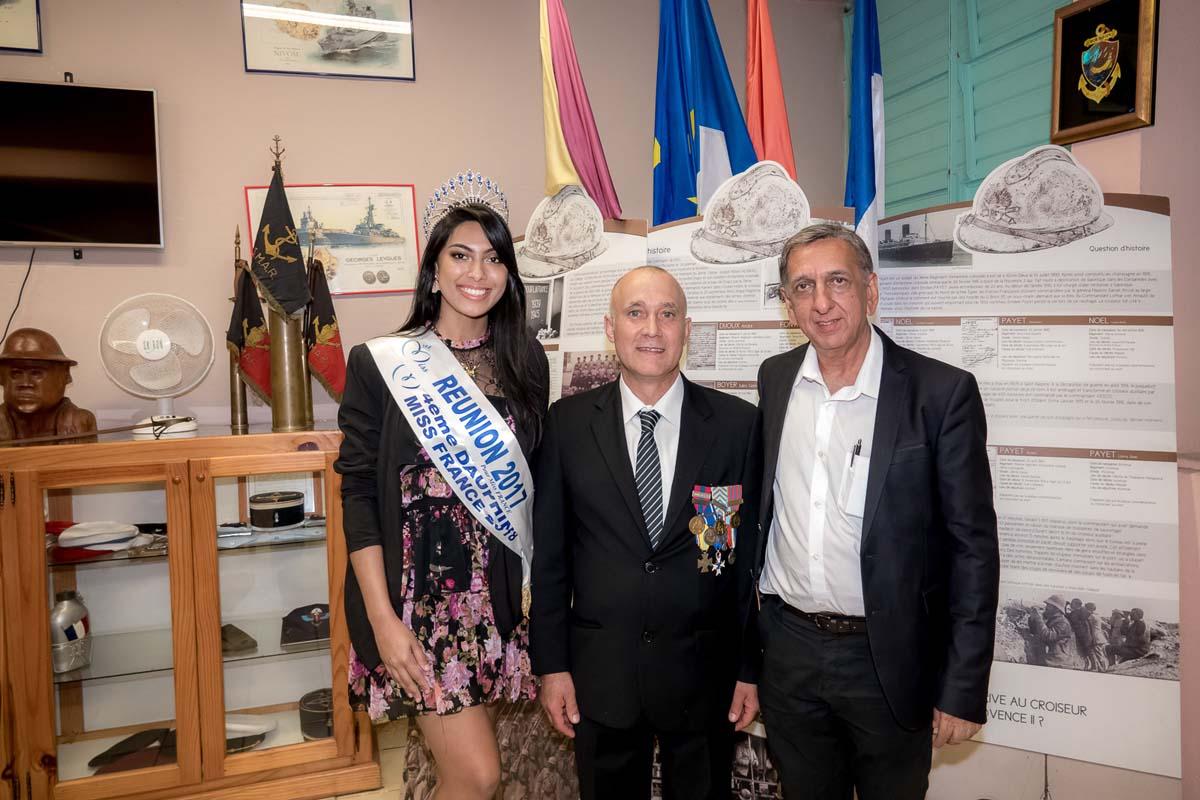 Audrey Chane Pao Kan, Eric Leveneur, et Aziz Patel, du Comité Miss Réunion, dans le mini-musée des Anciens Combattants de l'Entre Deux