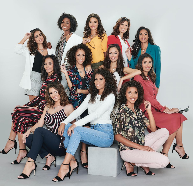 Les candidates Miss Réunion 2019 en tenue de ville KIABI, collier OcéanOr, chaussures Aldo, lunettes Muta Solaire