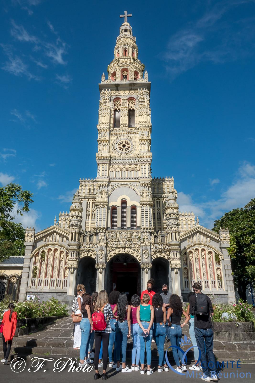 Les candidates 2021 visitent l'église atypique de Sainte-Anne