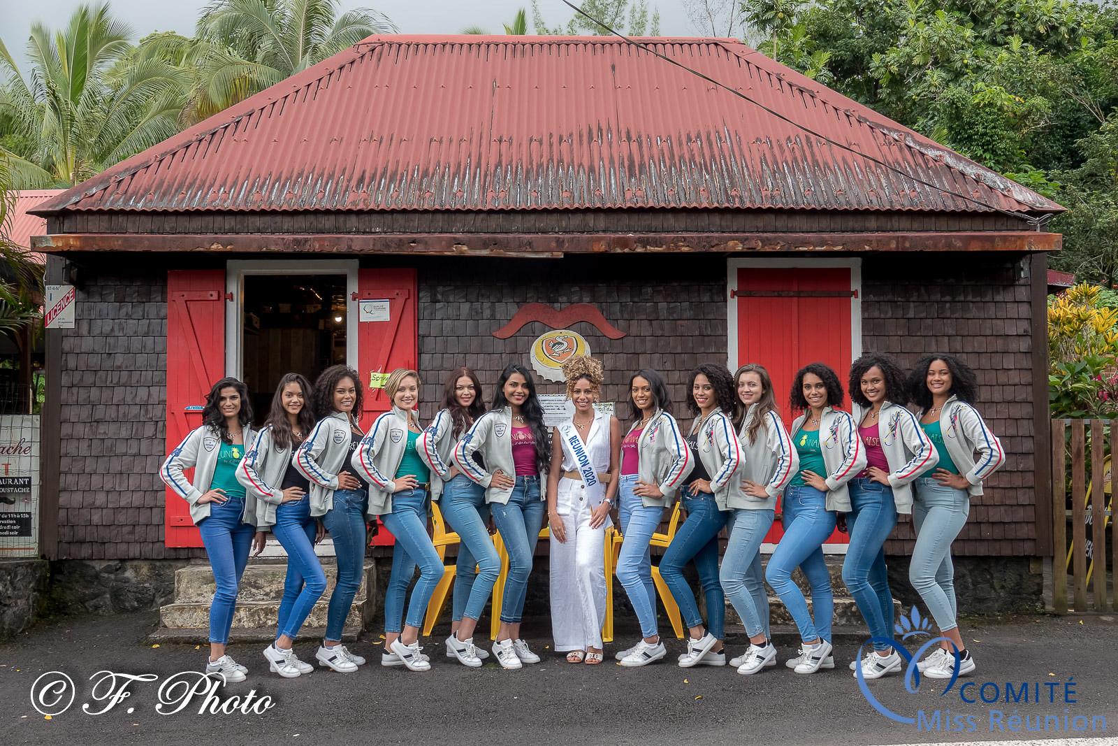Les 12 candidates Miss Réunion 2021 avec Lyna Boyer, Miss Réunion 2020, 5èm dauphine Miss France 2021