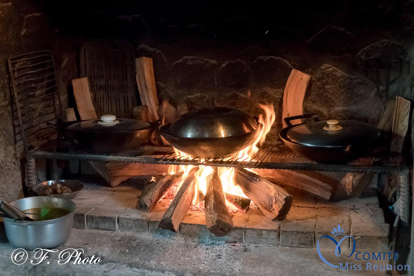 Une cuisine au feu de bois...